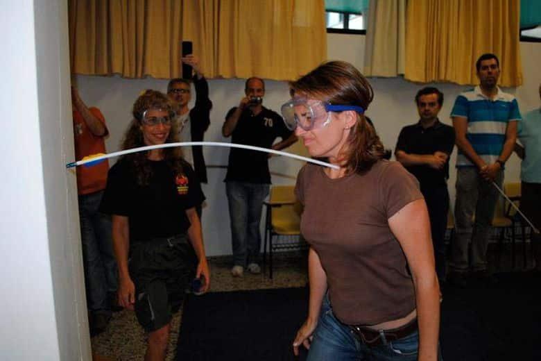 Supera cualquier límite: Parte una flecha con el cuello