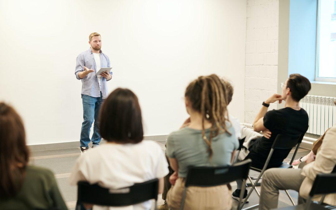 Cómo aprender del ejemplo de los compañeros en un curso de coaching